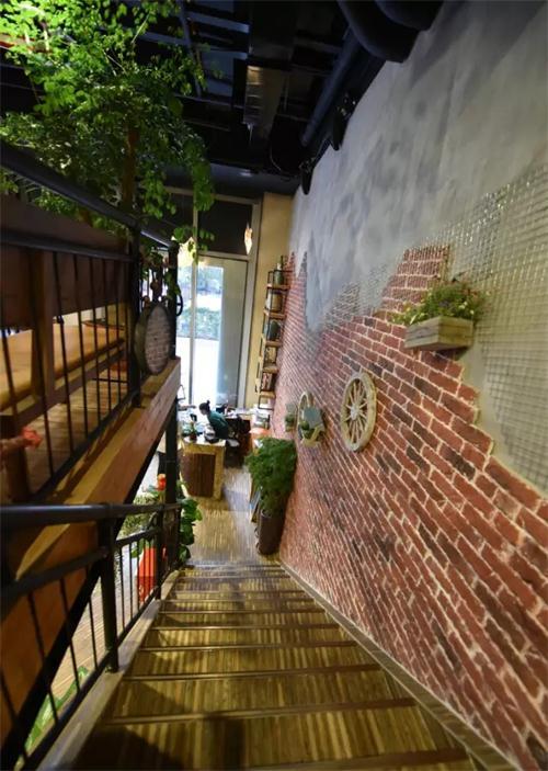 【工装】搭配原木材料和红砖墙,韩式风格玩出新花样!